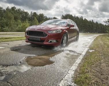 """Ford auf dem """"Boulevard der gebrochenen Stoßdämpfer"""""""