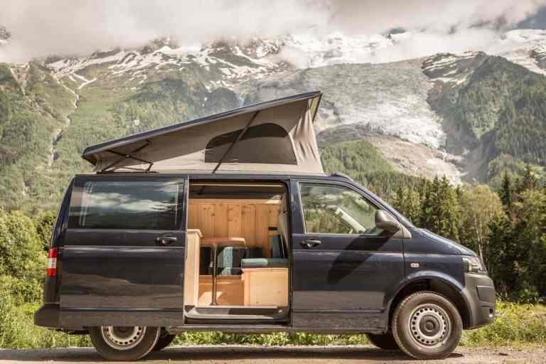 VW-Campingbus aus Frankreich: Holz in der Hütt'n