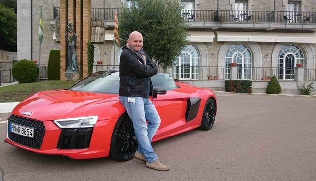 Frank Wald vor dem Audi R8 Spyder