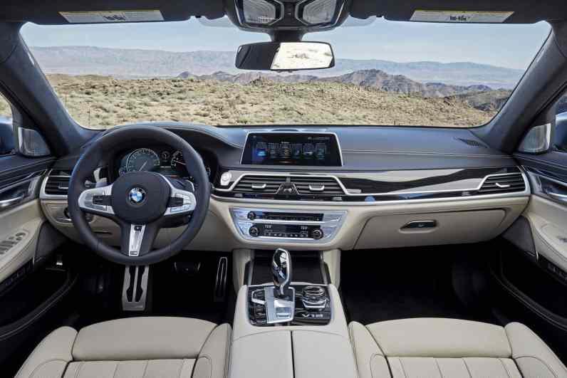 BMW M760Li xDrive Cockpit