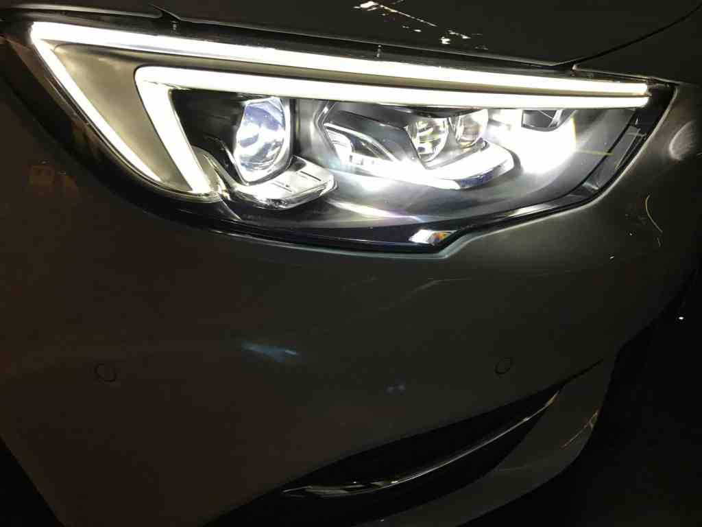 Opel Insignia Grand Sport 2.0 DIT 4x4 LED-Frontscheinwerfer