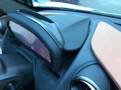 McLaren 720S ausfahrbares Display