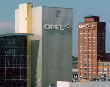 Opel verschmilzt zu einer GmbH