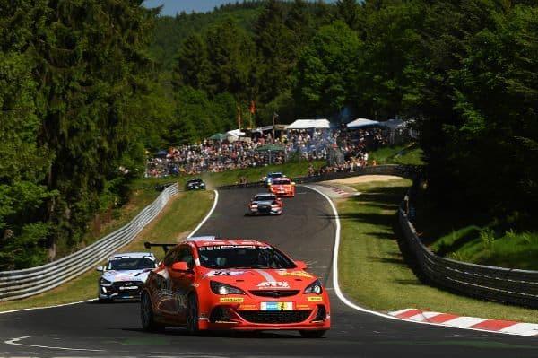 Nürburgring: 243 Runden für die gute Sache