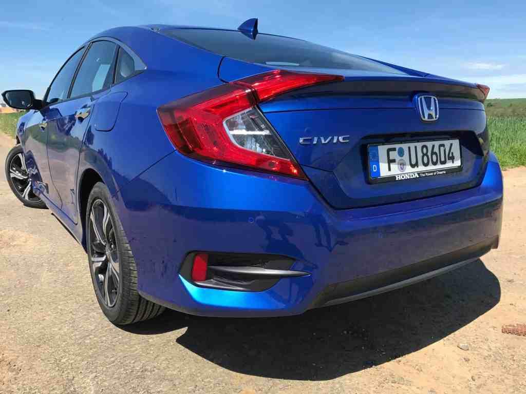 Honda Civic - Nun auch als coupehafte Limousine