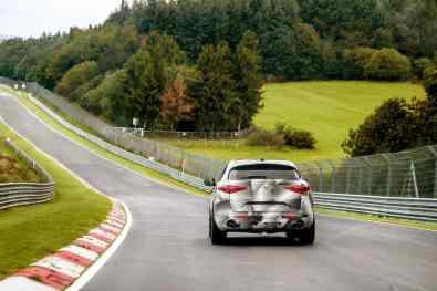 Alfa Romeo Stelvio beim Rundenrekord auf der Nürburgring-Nordschleife