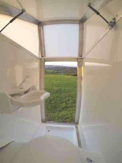 Bath2go: Sanitärabteil als Heckaufsatz für Campingbusse.