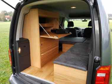 aVolkswagen Caddy Maxi mit Campingausbau von Natürliche Reisemobile.