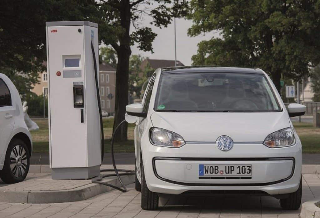VDA mit Optimismus ins neue Jahr: Elektromobilität nimmt Fahrt auf