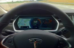 Tesla mit Autopilot