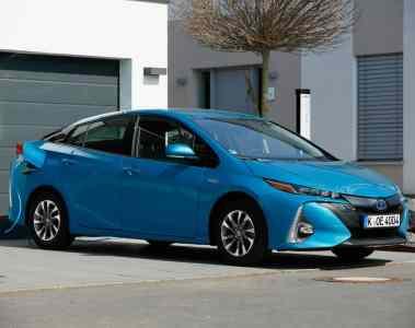 Toyota Prius Plug-in Hybrid wird mit Gratis-Wallbox geliefert