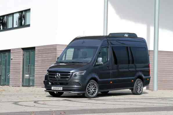 Mercedes-Benz Sprinter mit Bodykit und Leichtmetallrädern von Vansports.