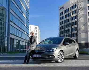 Opel Astra Sports Tourer - Kombi fährt mit neuem 1,6 BiTurbo Diesel Motor vor