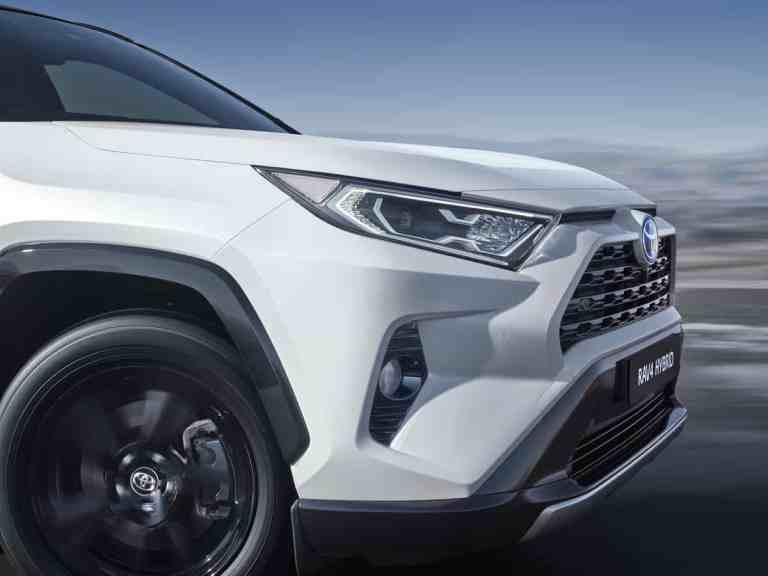 Der neue Toyota RAV4 Hybrid auf dem Weg zum Händler