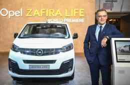 Opel-Marketing- und Vertriebschef Xavier Duchemin präsentiert auf dem Brüsseler Autosalon den Zafira Life