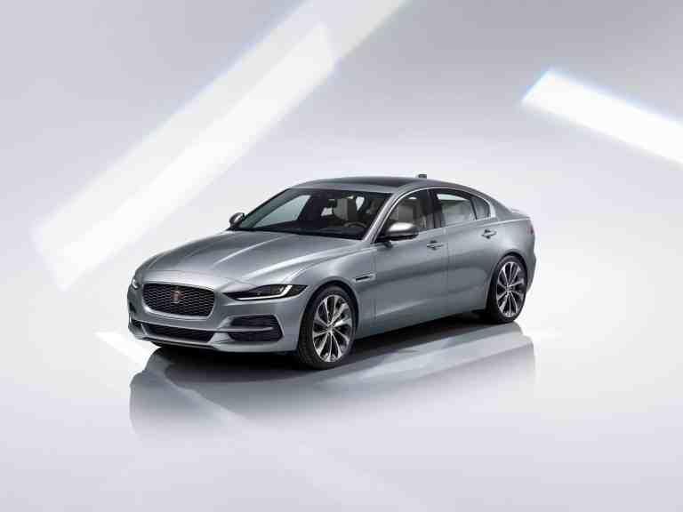 Jaguar_XE_2020