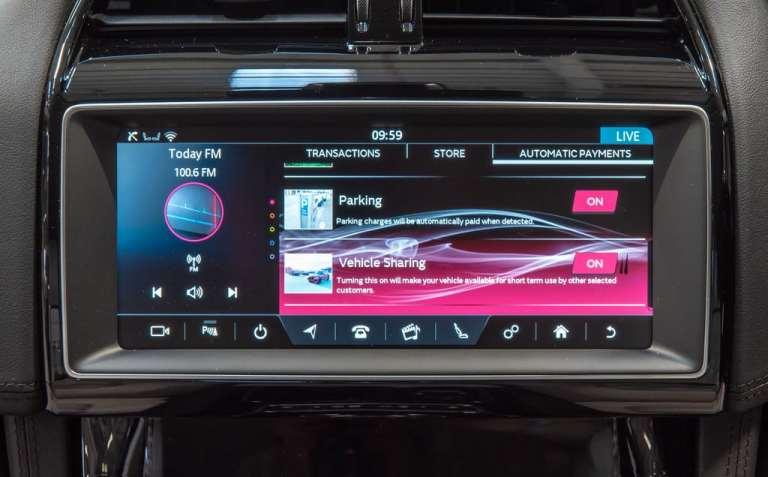 """""""Smart Wallet""""-Technologie in einem Range Rover."""