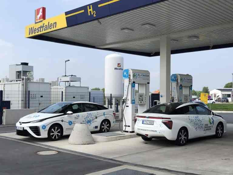 Toyota Mirai an der Wasserstoff-Tankstelle in Münster.