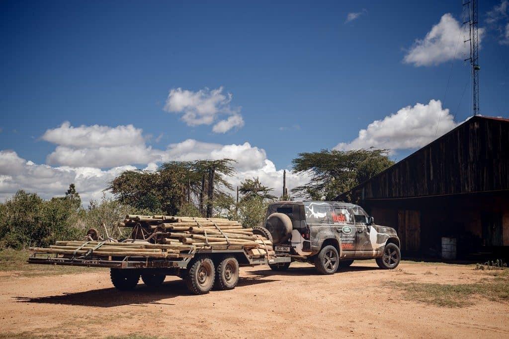 Die Tier- und Naturschutzorganisation Tusk nutzt im kenianischen Borama-Reservat einen noch getarnten Land Rover Defender für die Arbeit.