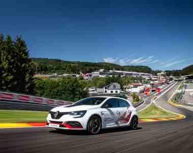Der Renault Mégane R.S. Trophy-R hat in Spa-Francorchamps einen neuen Rundenrekord für frontangetriebene Serienfahrzeuge aufgestellt.