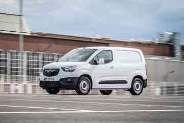 Opel Combo Cargo mit Surround Rear Vision