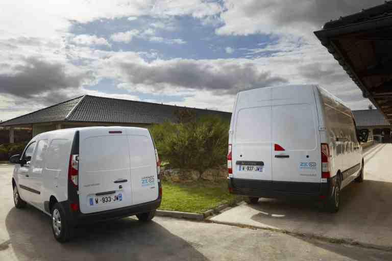 Die Zwei von der Wasserstoff-Tankstelle: Renault Kangoo (links)und Master Z.E. Hydrogen.