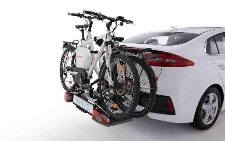 Hyundai Ioniq mit Fahrradträger.