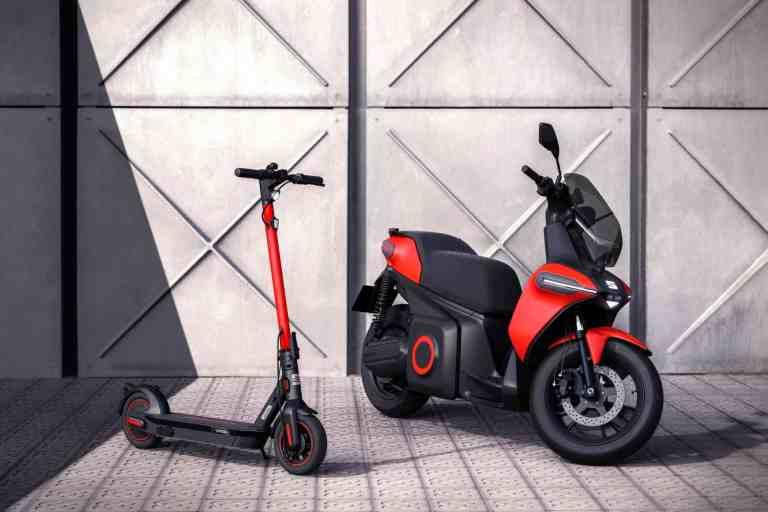 E-Kickscooter EXS und E-Leichtkraftroller von Seat.