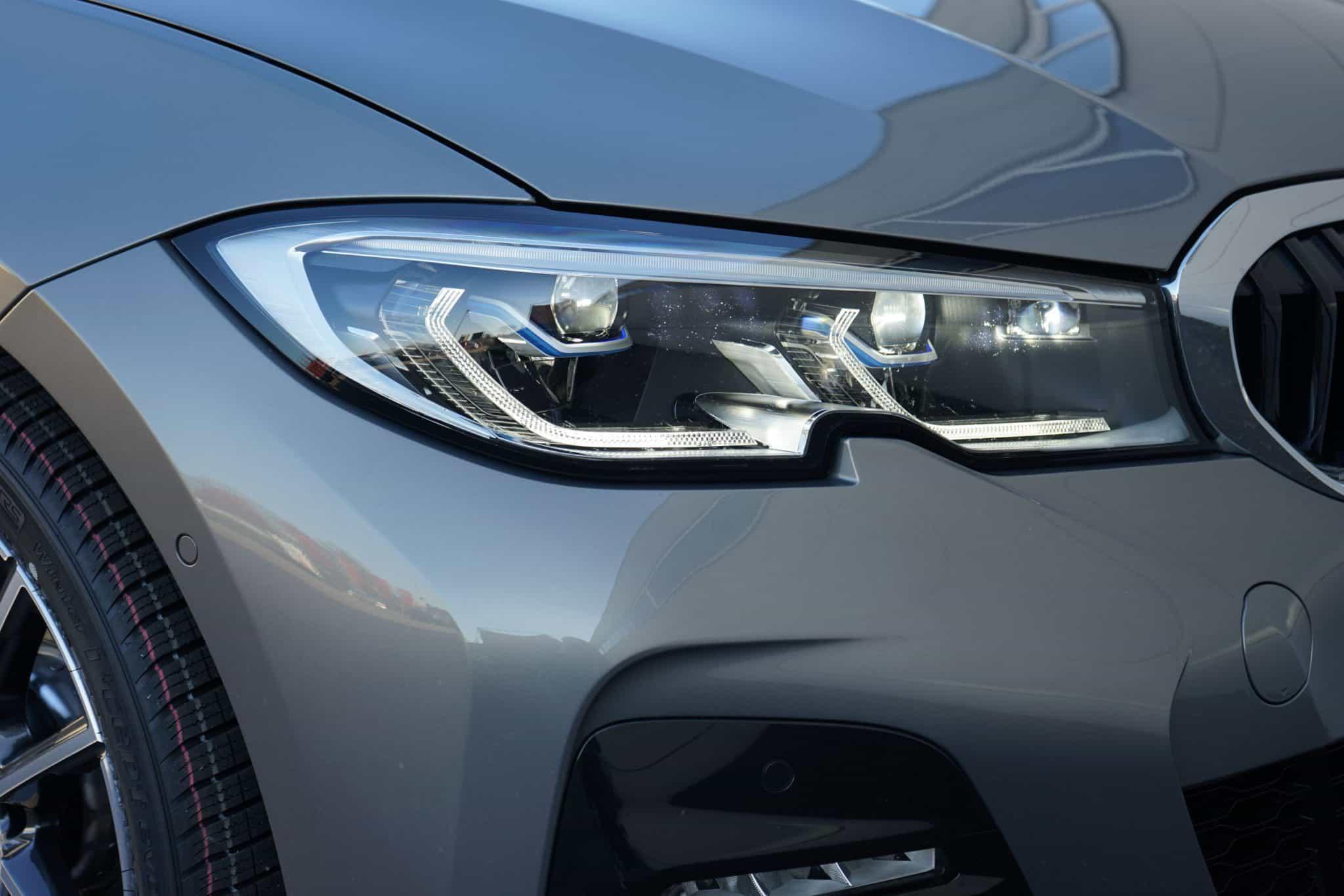BMW 330i Touring, Scheinwerfer