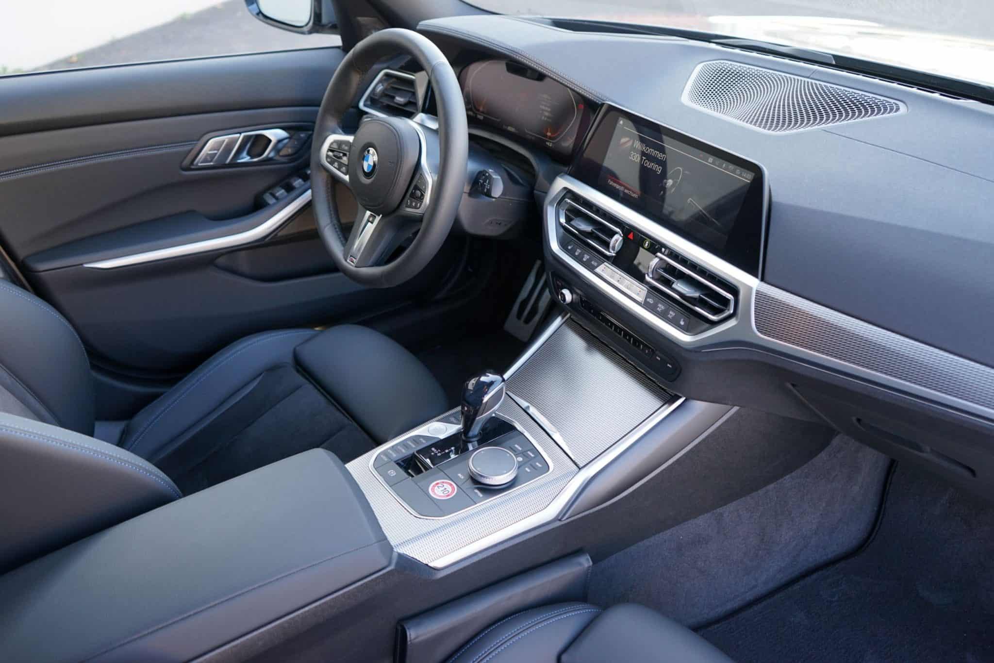 BMW 330i Touring, Cockpit