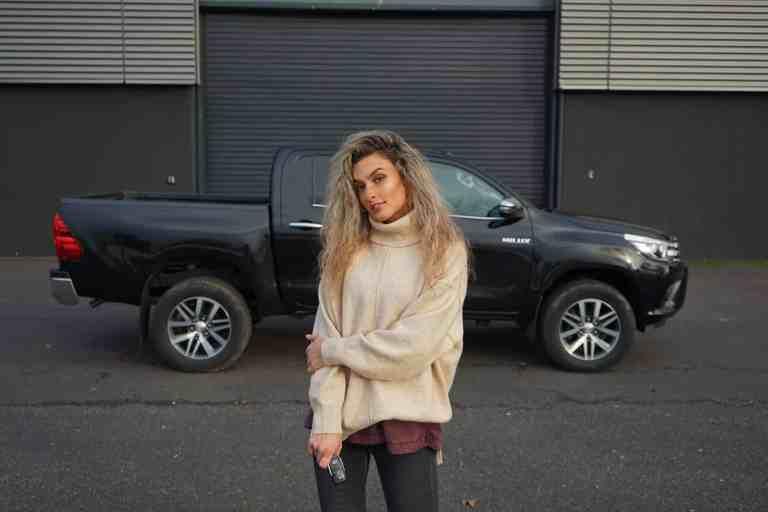 Toyota Hilux - Die Automobile Legende in der 8. Generation, Nina Weizenecker