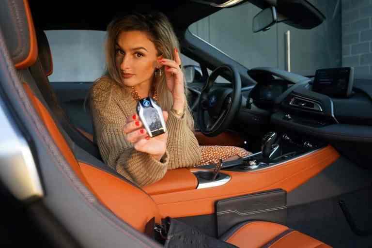 BMW i8 Coupé 2019, NinaCarMaria