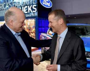 Jim Hacket und Herbert Diess auf der NAIAS 2018.