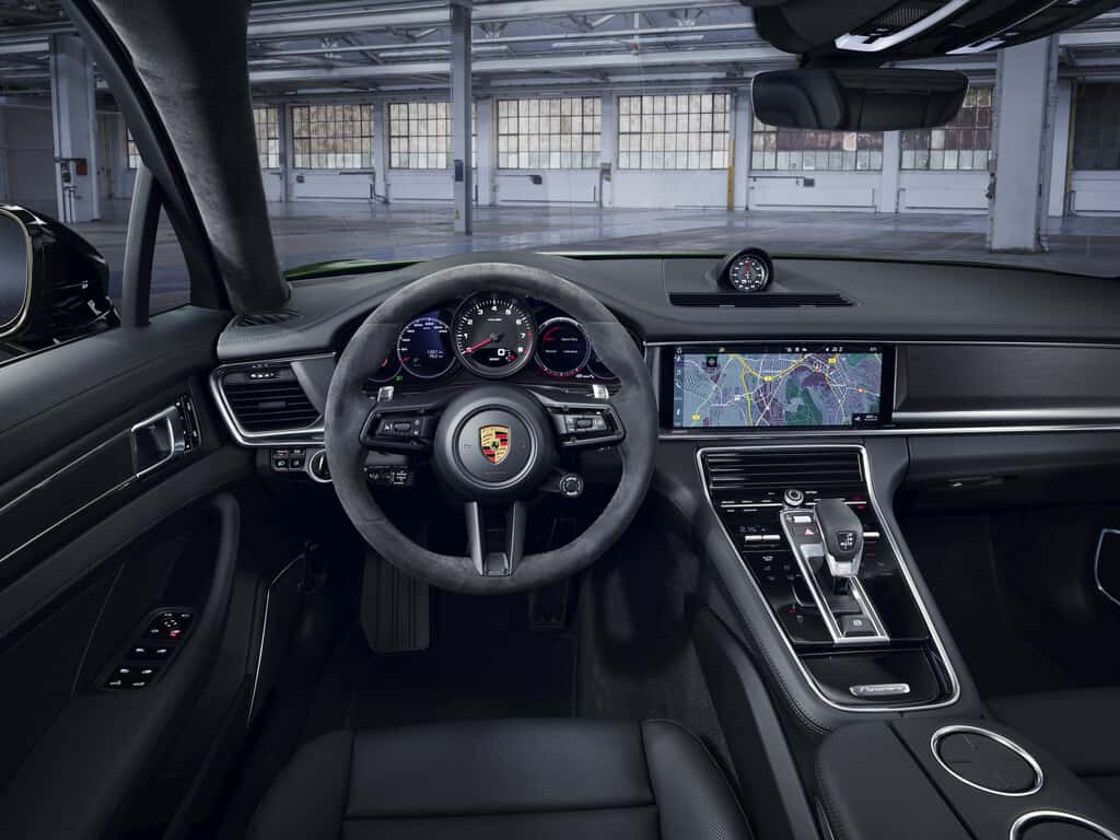 Porsche Panamera 4S.