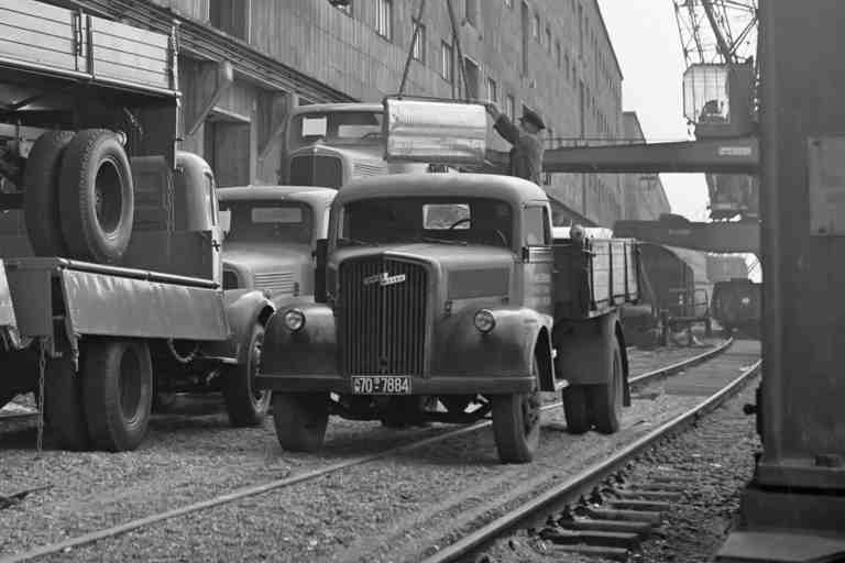 3 to Opel Blitz im Mannheimer Hafen, April 1955
