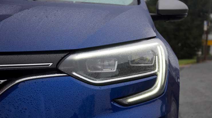 Renault-Megane-GT-2016-LED-Tagfahrlicht-links-nah