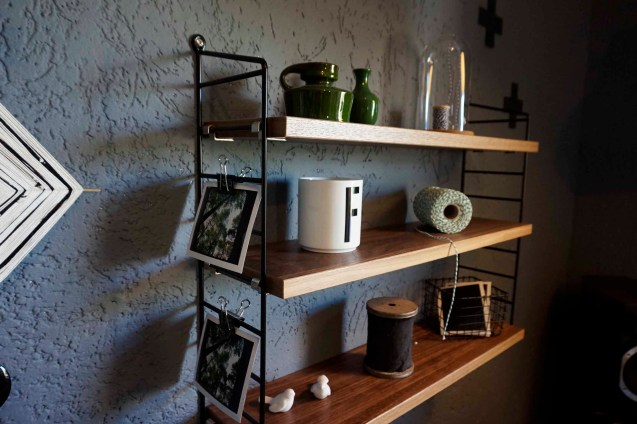 Kreuze, Kreuz Girlande, DIY Do ityourself, Wohnzimmergestaltung, Wohnzimmer, Idee, String Regal, schwarz, grün, gemütlich, wohnlich, Interior Design, Innenarchitektur
