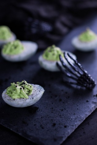 rezept-spinneneer-halloween-russische-eier-gruen-wasabi-ei-gruselig-3