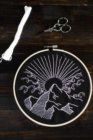sticken-embroyding-stitching-schwarz-weiss-black-white-mandala-adventure-nature-blackwork-8