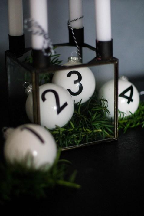 adventskranz-christbaumkugeln-adent-weihnachten-kerzen-schwarz-weiss-1