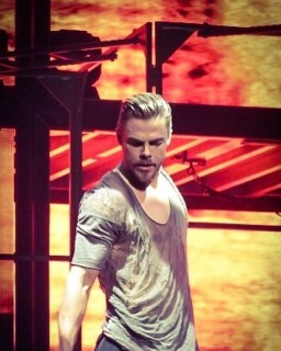 """""""Derek Hough was on 🔥at Move Beyond last night! @derekhough #derekhough #juliannehough @juleshough #movebeyond #movebeyondliveontour Photo by @elizabethmerck 5/7/17 #concertphotography #showphotography #theatrephotography #photography #dwts #nationalharbor #mgmnationalharbor"""" courtesy elizabethmerck ig"""