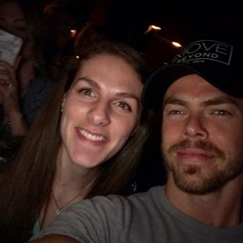 """#MoveBeyond was such an incredible, high energy show! Derek and Julianne Hough must be demi gods to do all this and still look fantastic. Also.... I MET DEREK HOUGH AND HE TOOK A SELFIE WITH ME AGDOEBDUABDOAHSOSBDUAOSBDJDB"" Courtesy etosoni ig"
