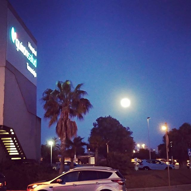 #fullmoon #autohash #Spain #ComunidadValenciana #building #travel #traveling #visiting #instatravel #instago #architecture #daylight #outdoors #sky #city #home #tree #road #vehicle #light #carporn #instacar #cargram #dusk #house #hotel #evening #street - from Instagram