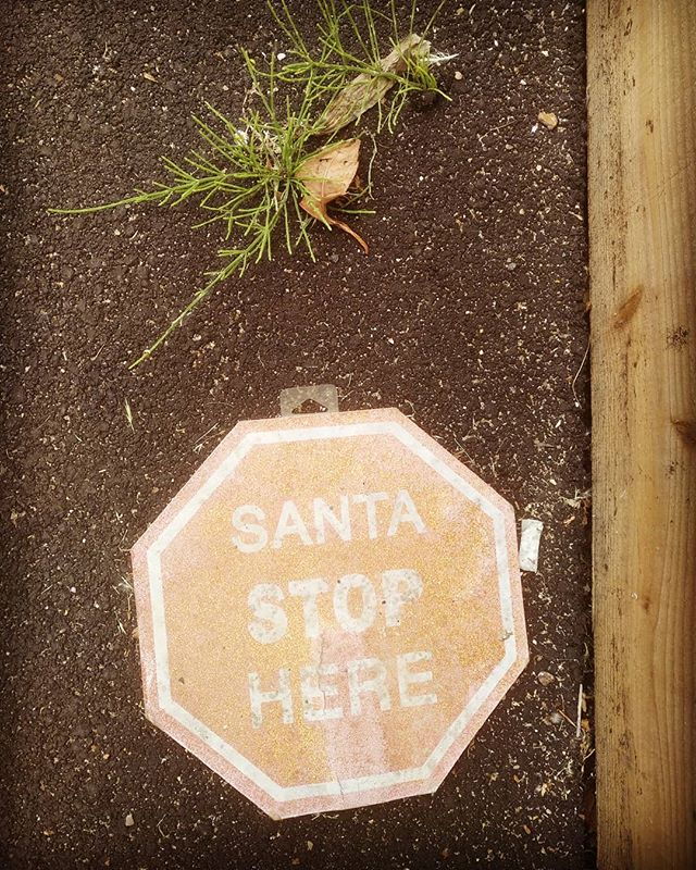 Santa, stop here.#autohash #UnitedKingdom #England #dirty #old #margin #retro #texture #antique #sign #decoration #danger #warning #road #street #vintage #art #pattern #urban #space #santa - from Instagram