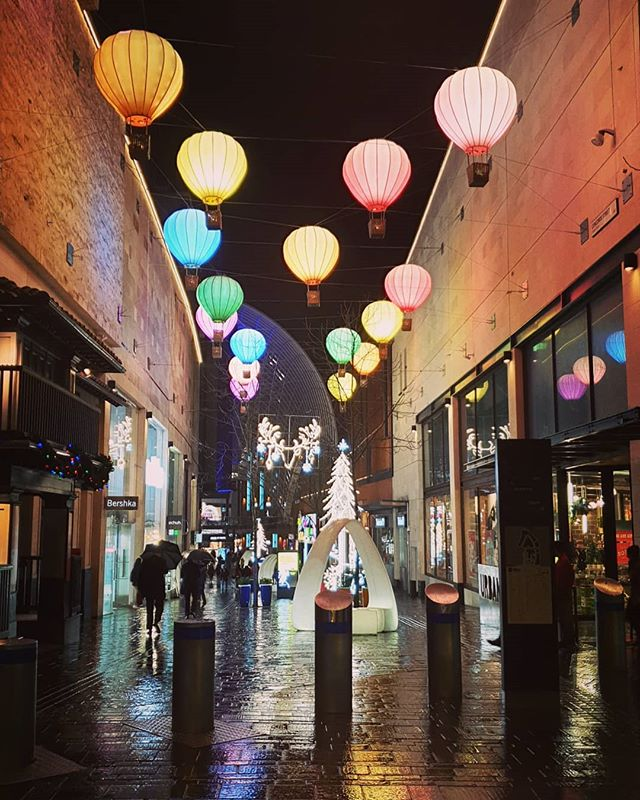 #autohash #UnitedKingdom #England #street #travel #traveling #visiting #instatravel #instago #lantern #shopping #city #stock #tourist #light #lamp #tourism #illuminated #nightlife #urban #market #architecture #people #evening #town #reflection #balloons #bristol - from Instagram