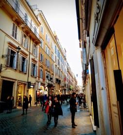 """Shopping in Rom: """"Eigentlich wollte ich mir ein Auto kaufen, aber ich nehme diese Krawatte hier ..."""""""