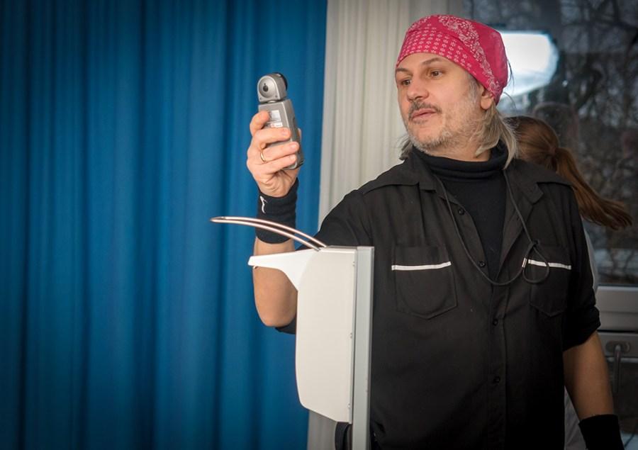 Nicolo Settegrana bei der Lichtmessung derhalbhartemann.com