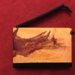 Visitenkarten-Etui aus Wacholder mit Lederlasche