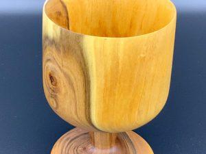 Kelch aus Zwetschgenholz