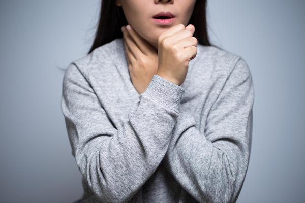Causas de la apariencia de tos seca en un niño.